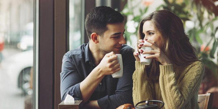 Bir Kızın Benden Hoşlanıp Hoşlanmadığını Nasıl Anlayabilirim?